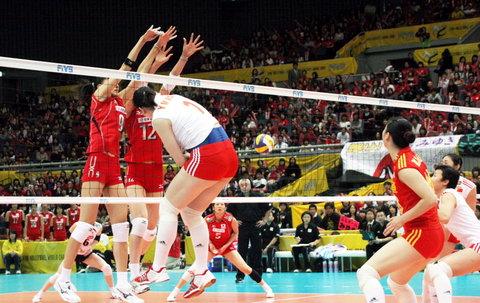 图文:女排世锦赛中国队获得第五名 日本队拦网