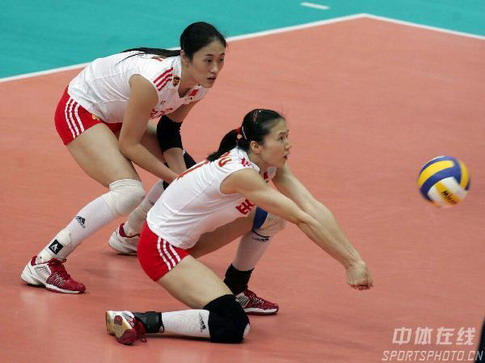 图文:女排世锦赛中国获得第五名 后场保护