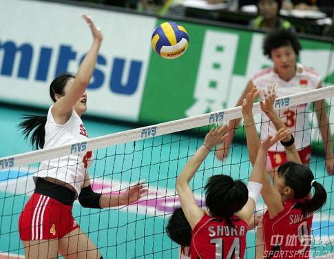 图文:女排世锦赛中国获得第五名 刘亚男扣球