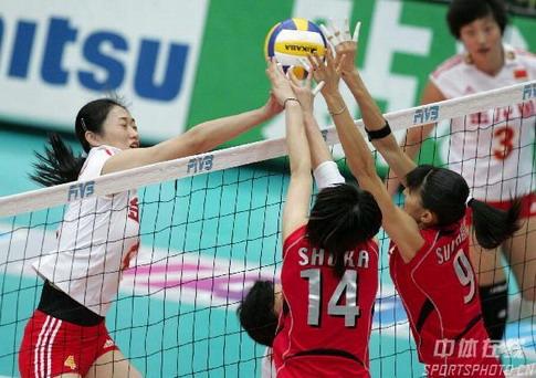 图文:女排世锦赛中国获得第五名 王一梅强攻