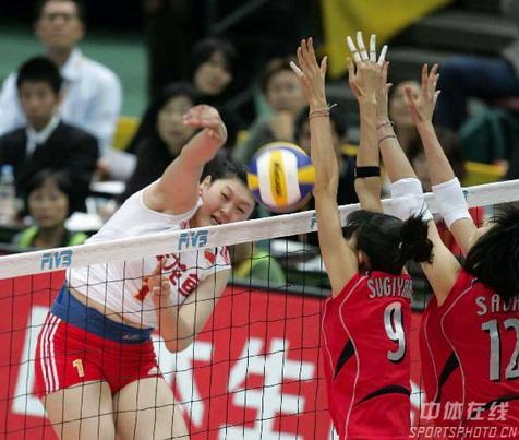 图文:女排世锦赛中国获得第五名 王一梅重扣