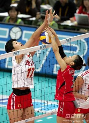 图文:女排世锦赛中国获得第五名 网上争抢