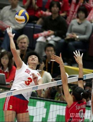 图文:女排世锦赛中国获得第五名 凶猛的扣杀