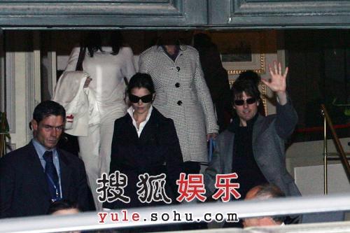 阿汤哥婚前春风得意 与凯蒂下榻酒店遭记者包围