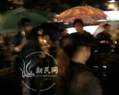 上海女车主拦截公交车 4.5公里路段堵车2小时