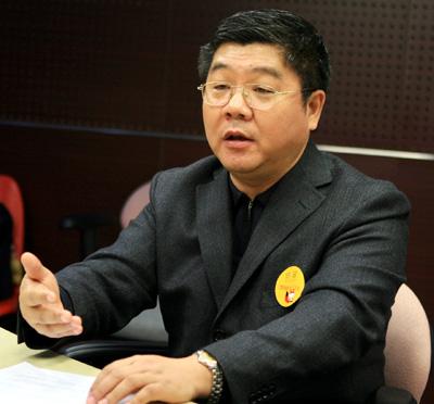 郝演苏:中国保险业成长很快是好事也是坏事