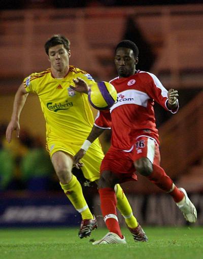 图文:利物浦VS米德尔斯堡 阿隆索阻击对手