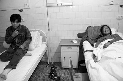 """一声""""我的儿""""病母昏厥 二人同时住进医院(图)"""