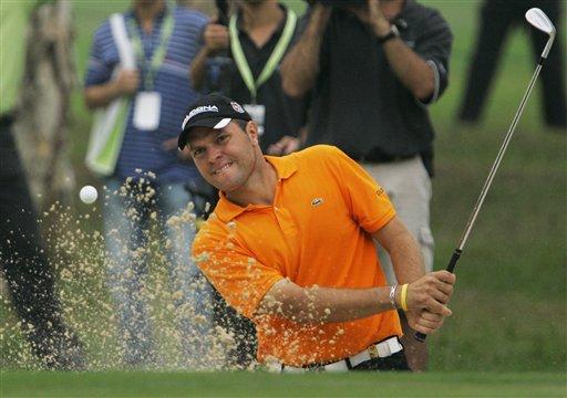 图文:香港高尔夫球公开赛 冠军在比赛中