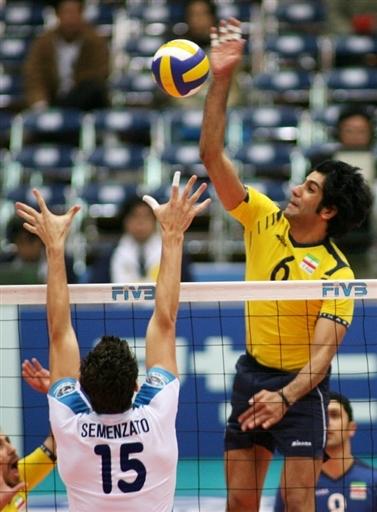 图文:男排世锦赛意大利VS伊朗 亚洲兄弟展翅