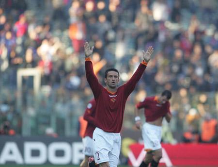 图文:罗马7-0卡坦尼亚 帕努奇庆祝进球