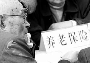 都市流浪老人折射农村养老:宁要乞讨不要救助?