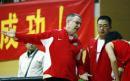 图文:中国女篮91-69丹登侬队 梅尔指导队员