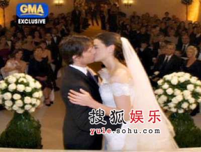 阿汤哥婚礼含泪热吻三分钟 现场照片曝光(图)