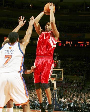 NBA图:尼克斯VS火箭 麦迪中投