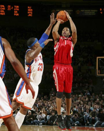 NBA图:尼克斯VS火箭 麦迪跳投无视防守