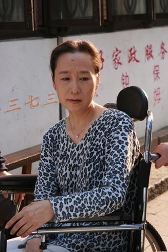电视剧《保姆》主要演员奚美娟饰杨阿秀