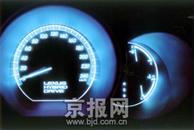 油电混合动力豪华suv.   rx400h具有优于许多6缸豪华suv的加高清图片
