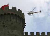 直升机城堡上方巡视