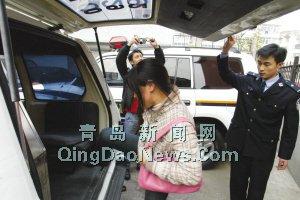 16岁儿子12次抢劫判4年 母亲不满大闹法院(图)