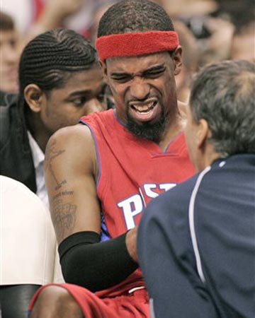 NBA图:76人VS活塞 中投王汉密尔顿受伤