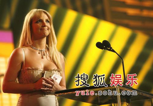 2006全美音乐奖颁奖礼现场 布兰妮秀酥胸(图)