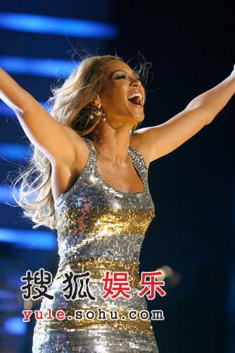 图:碧昂丝超短裙热舞-2