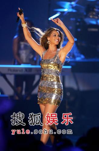 图:碧昂丝超短裙热舞-4