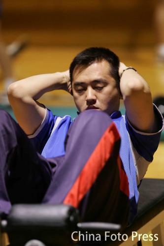 图文:乒乓球队训练备战亚运 孔令辉积极训练