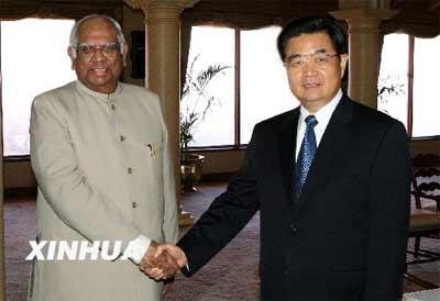 图:胡锦涛会见印度人民院议长查特吉