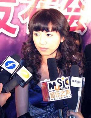 侯湘婷否认与李宇春绯闻:她怎可能追我(图)