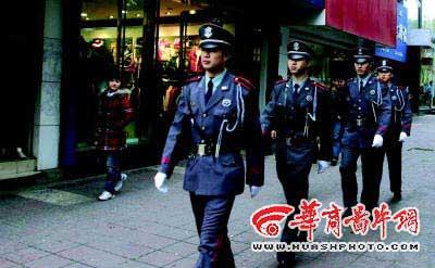 西安商业街配专职保安 管好店内还要管街面(图)