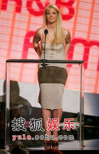 布兰妮出席颁奖礼 离婚事件被恶搞感愤怒(图)