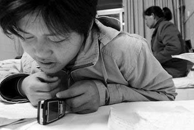 河南商报记者做客搜狐讲述白血病少年打工救母