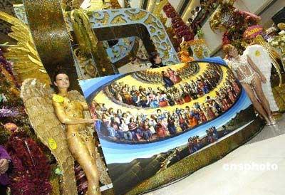韩国大尺度人体艺术图片_天使及圣诞景致,模特以裸体艺术画的手法展示\