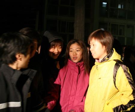 图文:中国乒乓球队出征 张怡宁牛剑锋站在送行