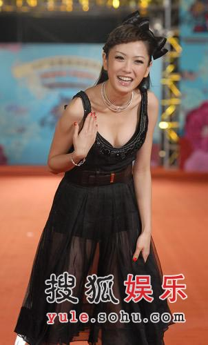 第43届台湾金马奖红毯:杨千霈露酥胸