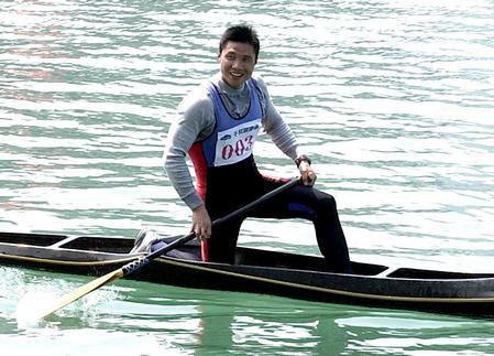 图文:全国皮划艇春季冠军赛 孟关良参加比赛
