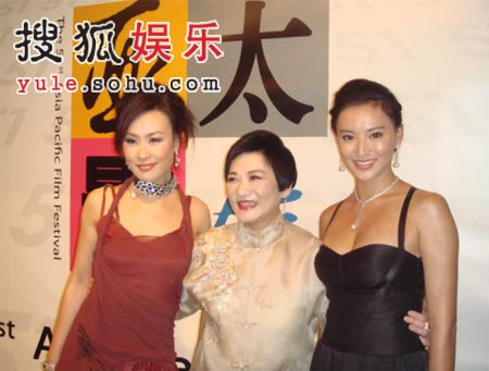 出席亚太影展颁奖礼 邬君梅莫小奇做奢侈女人