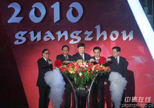 图文:广州亚运会标公布 政府官员致贺词