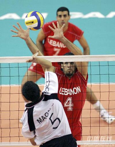 图文:多哈排球比赛开战 黎巴嫩和蒙古在比赛中