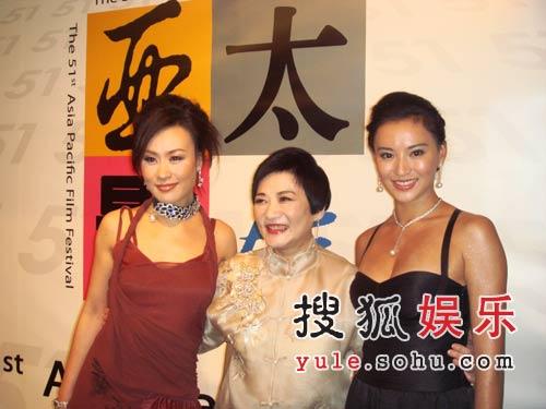 邬君梅携同门师妹莫小奇 千万珠宝闪耀亚太影展
