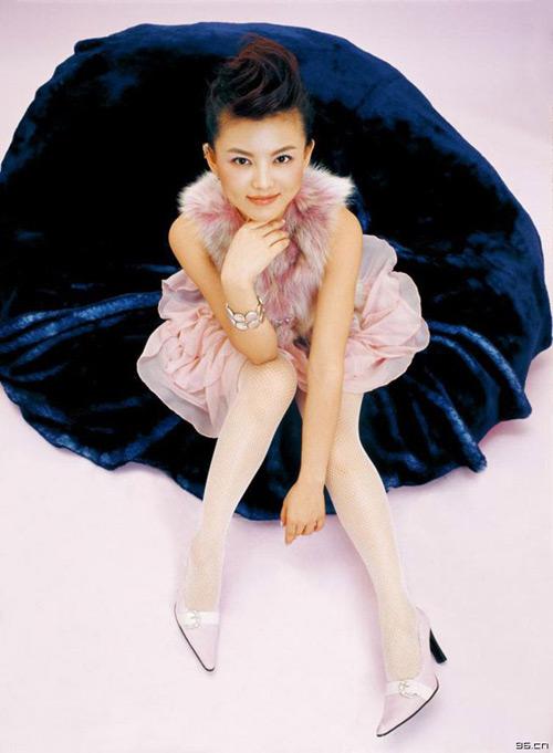 美女主持是非不断 李湘白色丝袜美腿写真图