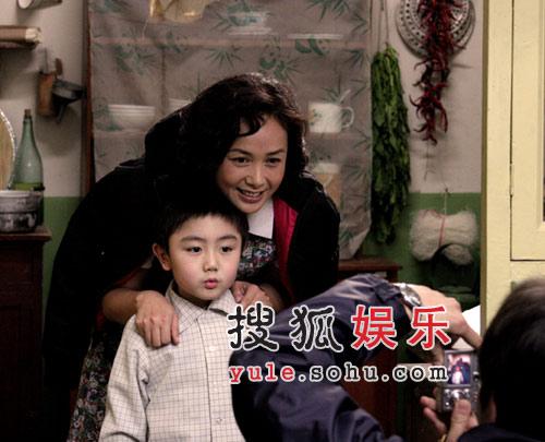 蒋雯丽首演四儿女之母 《金婚》里外洋溢亲情