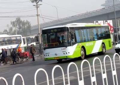北京巴士公司一辆旅游车假扮公交专宰长城游客