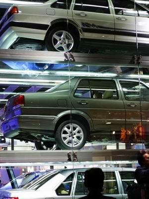 """上海大众展台标新  汽车叠成""""汉堡包"""""""