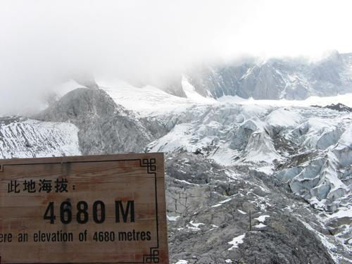 图文:《我是冠军》挑战雪山 海拔4680米