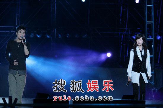 海南演唱会精彩现场——张力尹与俊秀合唱