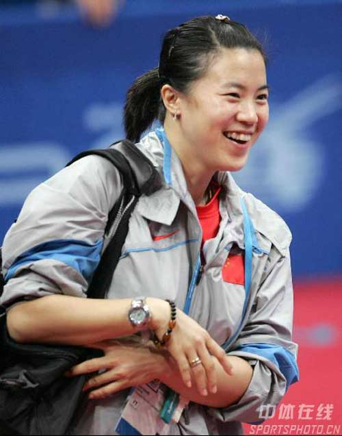 图文:中国队取得开门红 胜利后队员表现喜悦