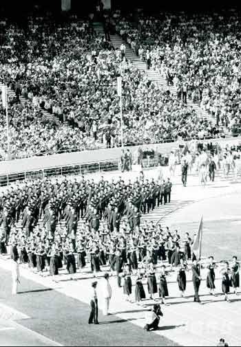 图文:1974德黑兰亚运会开幕式 中国代表团入场